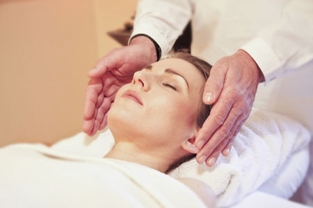 Reiki healing treatment by practitioner